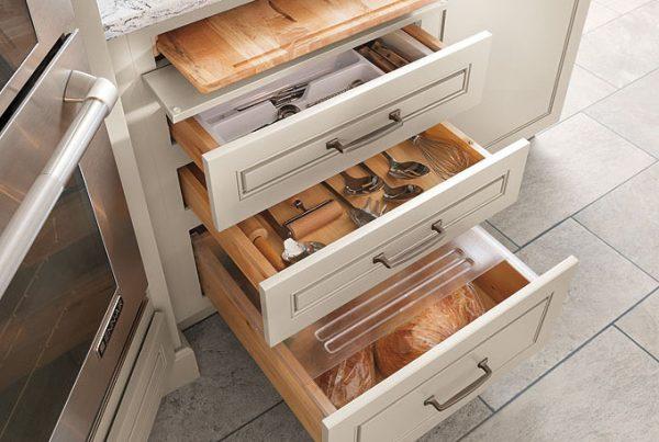 Three-drawer-base